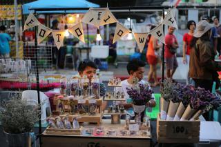 Lard Yai - Sunday Walk Street Market