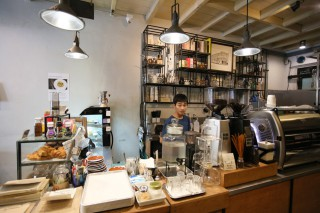 The Old Town coffee shops feature interesting interiors, including family heirlooms, antiques, one-of-a-kind artworks and loads of 'vintage style'. The atmosphere is eclectic and the shops are fun to explore while sipping on a coffee